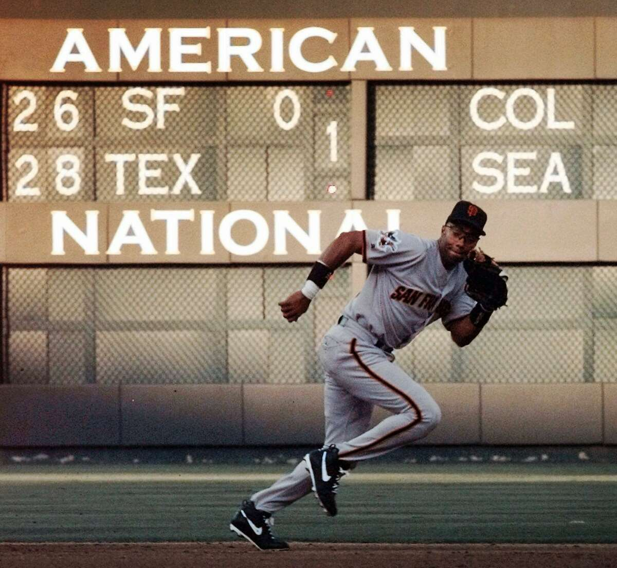 San Francisco Giants shortstop Jose Vizcaino chases down a grounder by Texas Rangers' Rusty Greer during the first inning of the teams' interleague game in Arlington, Texas, Thursday, June 12, 1997. (AP Photo/Eric Gay)
