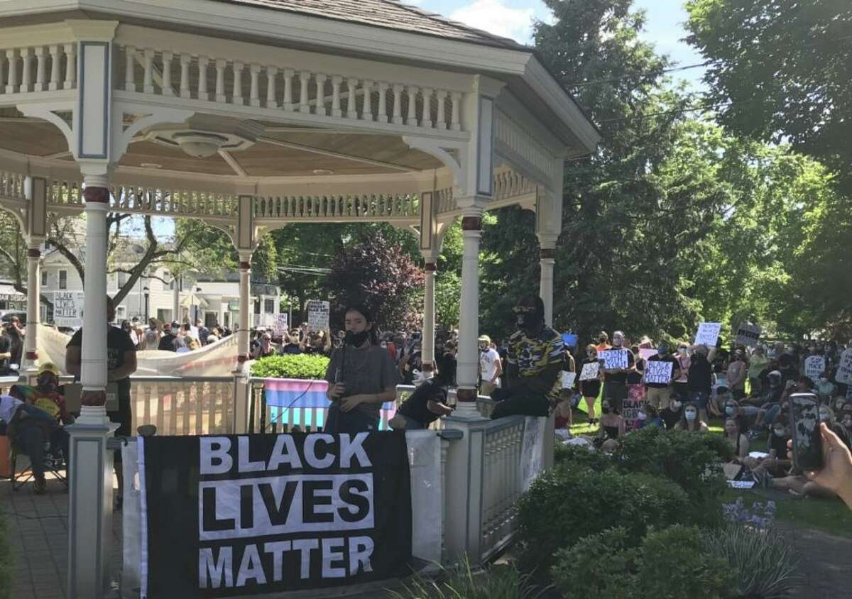 Kira Cassandra welcomes a crowd of nearly 1,000 supprters to the