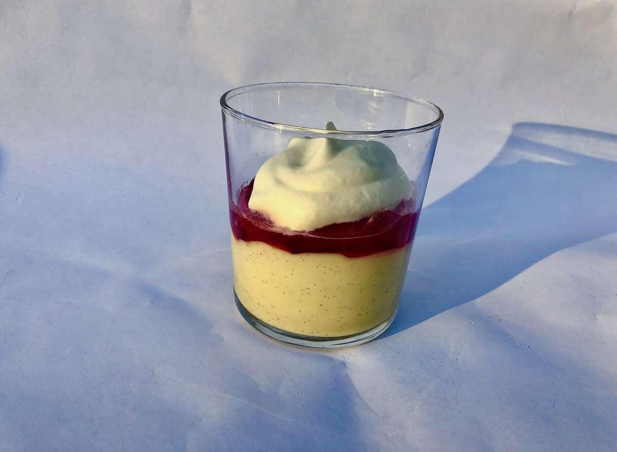 Vanilla pudding with rhubarb