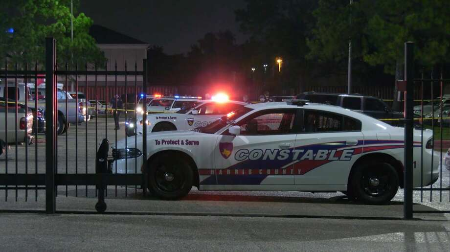 Harris County Sheriff's Office and Precinct 4 Constable's Office deputies investigate a deadly shooting at a motel in the 16500 block of the North Freeway on Wednesday, June 10, 2020. Photo: OnScene.TV