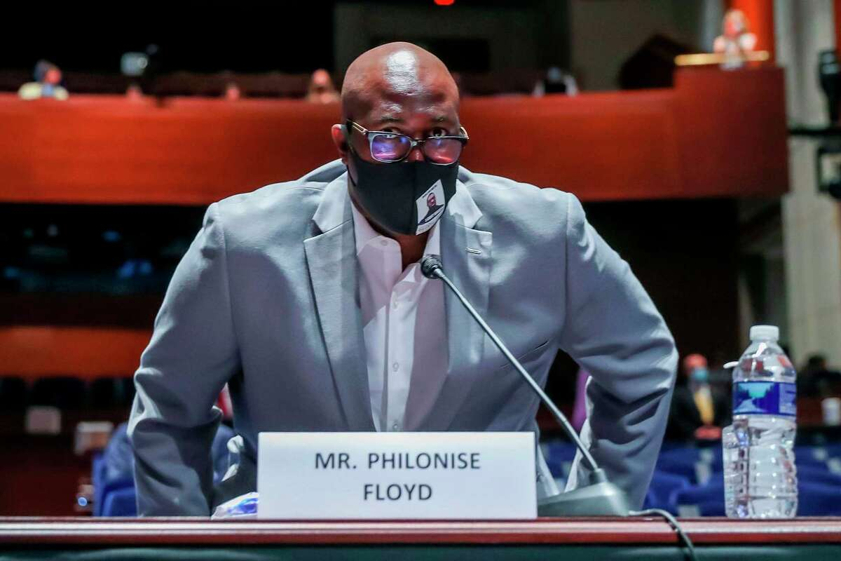 Philonise Floyd, brother of George Floyd, arrives for a House Judiciary Committee hearing to discuss police brutality and racial profiling on June 10, 2020 in Washington,DC. (Photo by MICHAEL REYNOLDS / POOL / AFP) (Photo by MICHAEL REYNOLDS/POOL/AFP via Getty Images)