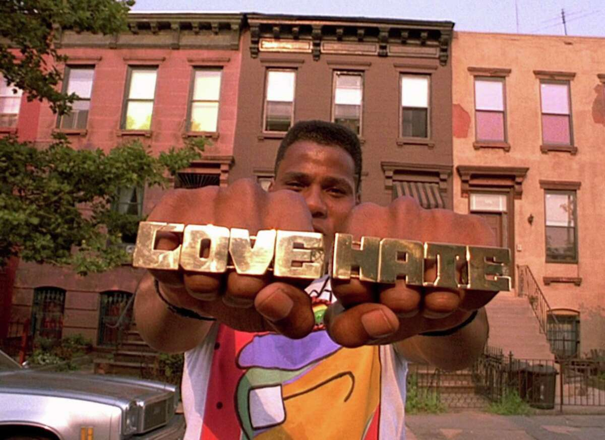 Radio Raheem (Bill Nunn) tells his version of Left Hand/Right Hand in a scene from Spike Lee's