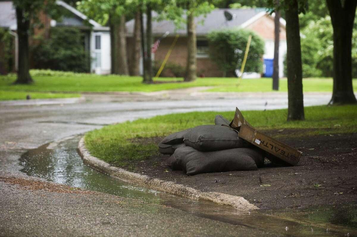 Rain falls in Midland during a severe thunderstorm warning Wednesday, June 10, 2020. (Katy Kildee/kkildee@mdn.net)