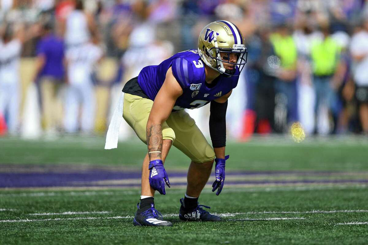 SEATTLE, WASHINGTON - AUGUST 31: Elijah Molden #3 of the Washington Huskies reads the Eastern Washington Eagles offense during the first game of the season at Husky Stadium on August 31, 2019 in Seattle, Washington. (Photo by Alika Jenner/Getty Images)