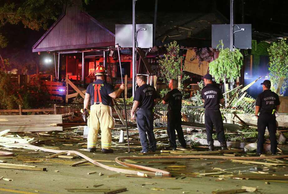 Houston Fire Dept. inspect a building explosion on Almeda Road in Houston on Friday, June 12, 2020. Photo: Elizabeth Conley, Staff Photographer / © 2020 Houston Chronicle