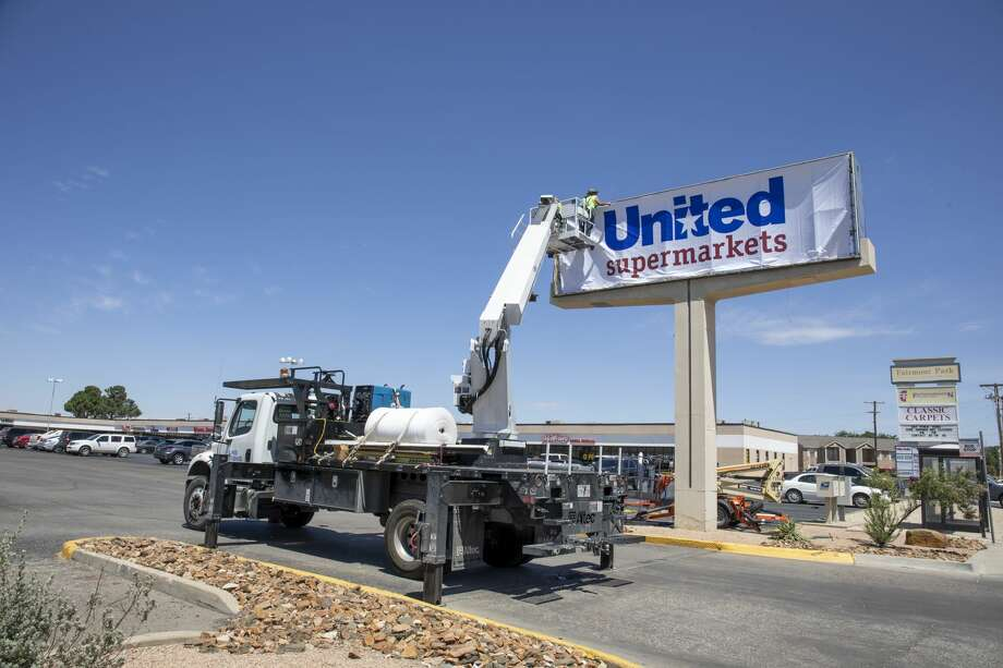 The Albertsons Market signage changed to United Supermarkets on Friday, June 12, 2020 at 3317 Midland Drive. Photo: Jacy Lewis/Reporter-Telegram / Jacy Lewis/Reporter-Telegram
