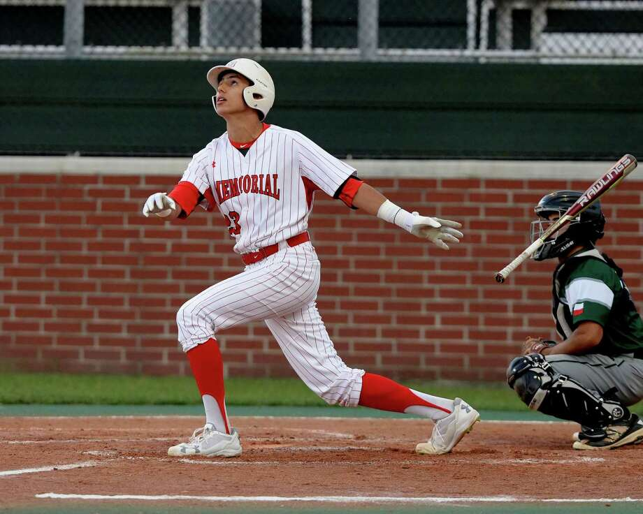 Christian Roa (23) of Memorial hits a sacrifice fly in the fourth inning, driving in the first run for the the Mustangs during a 6A-II bi-district baseball playoff game between the Memorial Mustangs and the Spring Lions on Friday May 5, 2017, at Memorial High School in Houston. Photo: Craig Moseley, Staff / Houston Chronicle / ©2017 Houston Chronicle