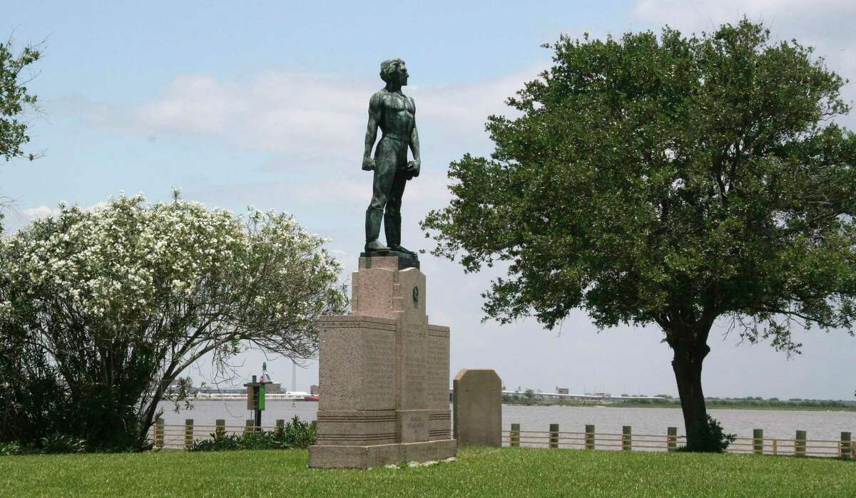 **ADVANCE FOR WEEKEND MAY 30-31** The bronze likeness of Confederate Lt. Dick Dowling is shown at the Sabine Pass Battleground Park Thursday, May 21, 2009 in Sabine Pass, Texas. Hurricanes Rita and Ike damaged the park that is set to hopefully reopen in September. (AP Photo/Michael Graczyk)