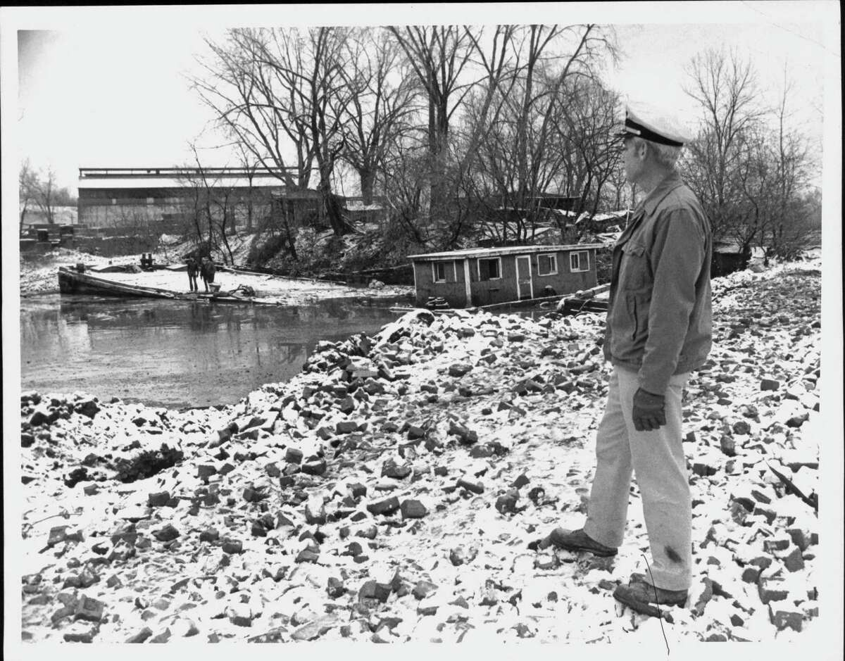 Commander Mathew Woods, a federal official coordinating a 1972 oil spill in the Hudson River, surveys the scene. (Paul Kniskern/Times Union Archive)