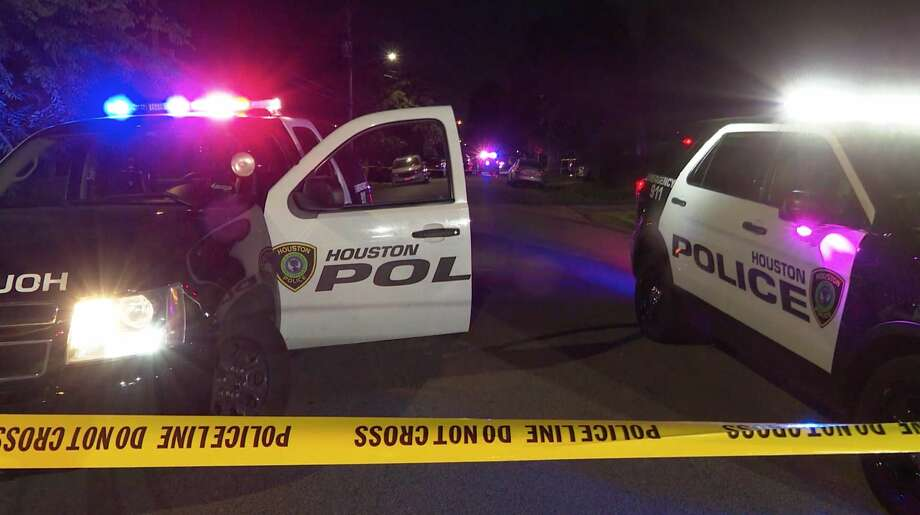 Houston police investigate a deadly shooting in the 5600 block of Chapman on Sunday, June 14, 2020. Photo: OnScene.TV