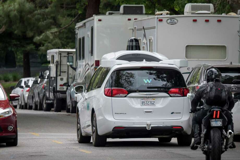 A Waymo vehicle drives past recreational vehicles parked on Landings Drive in Mountain View, Calif., on May 14, 2019. Photo: Bloomberg Photo By David Paul Morris. / © 2019 Bloomberg Finance LP