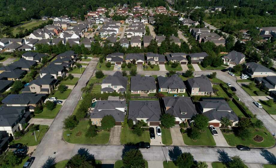Homes in Shenandoah are seen Friday, June 12, 2020. Photo: Jason Fochtman, Houston Chronicle / Staff Photographer / 2020 © Houston Chronicle