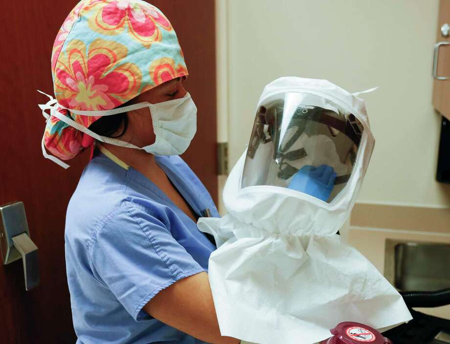 Halle Trujillo, a repertory therapist with Houston Methodist's Highly Infectious Disease Unit, cleans personal protective equipment at Houston Methodist Continuing Care Hospital in this file photo. Photo: Jason Fochtman, Houston Chronicle / Staff Photographer / 2020 © Houston Chronicle