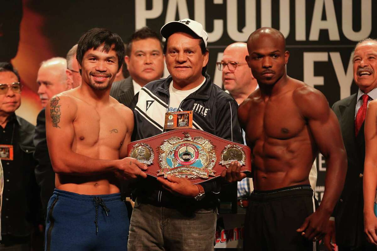 LAS VEGAS, NV - APRIL 08: (L-R) Manny Pacquiao, former boxer Roberto Duran and Timothy Bradley Jr. pose together during their official weigh-in at MGM Grand Garden Arena on April 8, 2016 in Las Vegas, Nevada. The two will meet in a welterweight fight on April 9 in Las Vegas. (Photo by Christian Petersen/Getty Images) ORG XMIT: 628537065