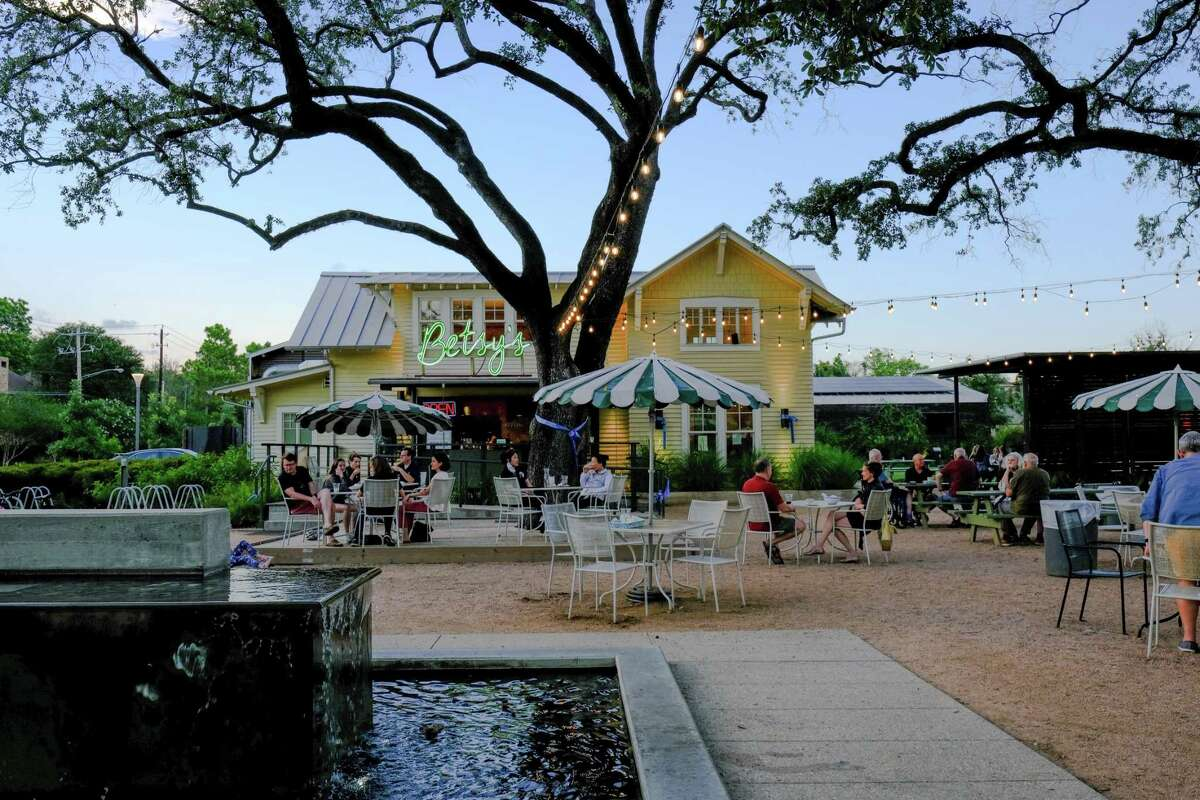 Betsy's restaurant in Evelyn's Park in Bellaire, Texas