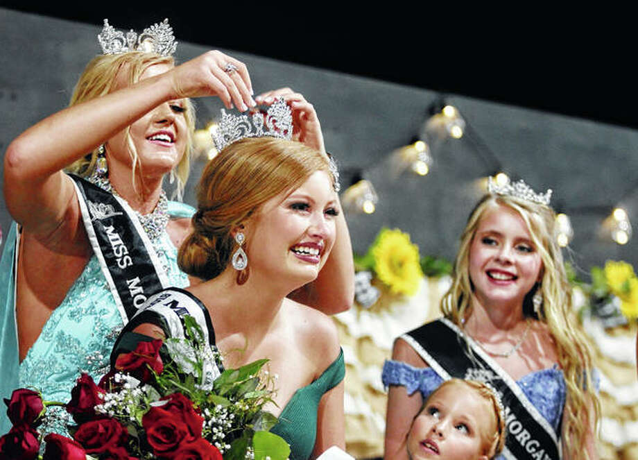 Lori Jackson is crowned 2019 Morgan County Fair queen by 2018 Miss Morgan County Savanna Long, as 2018 Junior Miss Bella Evans and 2018 Little Miss Chloe Buhlig look on. Photo: Rosalind Essig | Journal-Courier