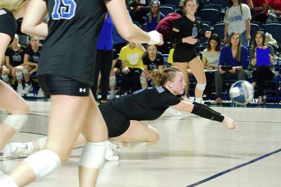 Friendswood's Ashlyn Svoboda, digging the ball, has been named the Class 5A preseason player of the year by the Greater Houston Volleyball Coaches Association.