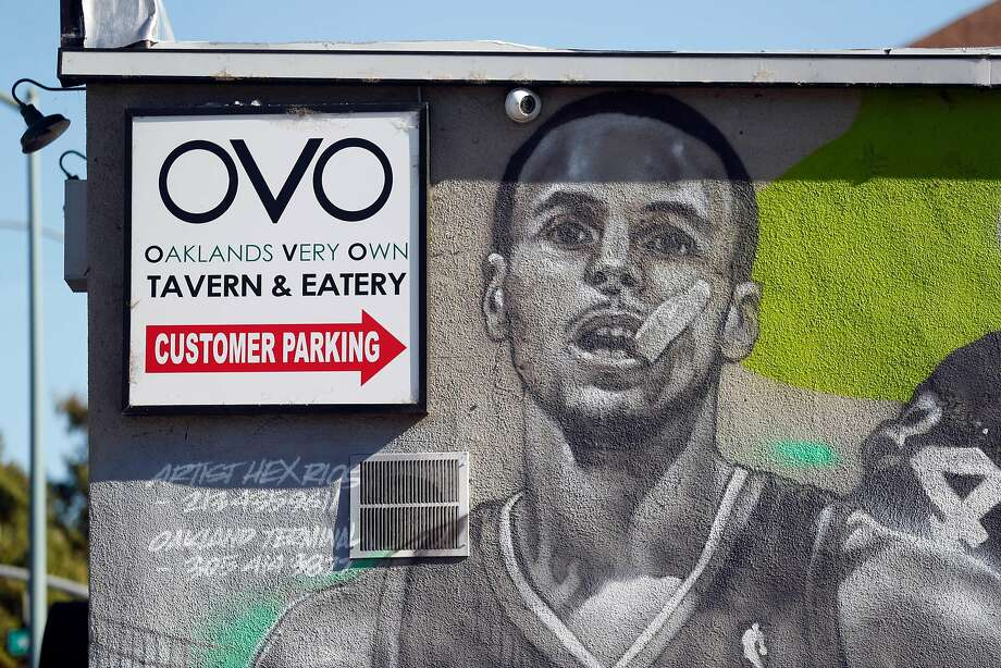 Stephen Curry graces a mural at OVO in Oakland. Photo: Scott Strazzante / The Chronicle 2018