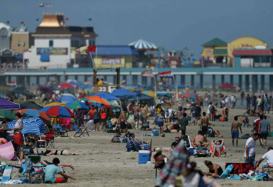The recent surge of novel coronavirus cases in Texas and the Houston region has resulted in the re-closing down of Galveston beaches this July 4 holiday weekend and possibly for the remainder of the summer. Photo: Godofredo A. Vásquez, Houston Chronicle / Staff Photographer / © 2020 Houston Chronicle