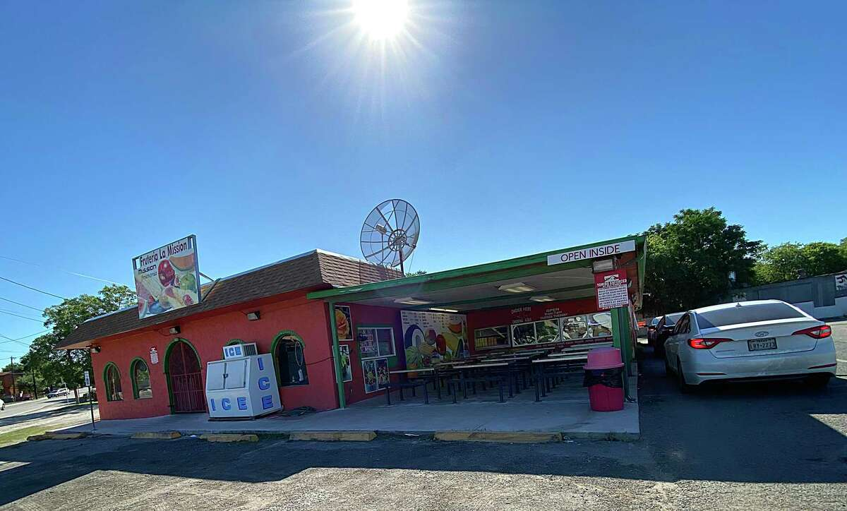 Frutería La Mission does steady drive-through business on East White.