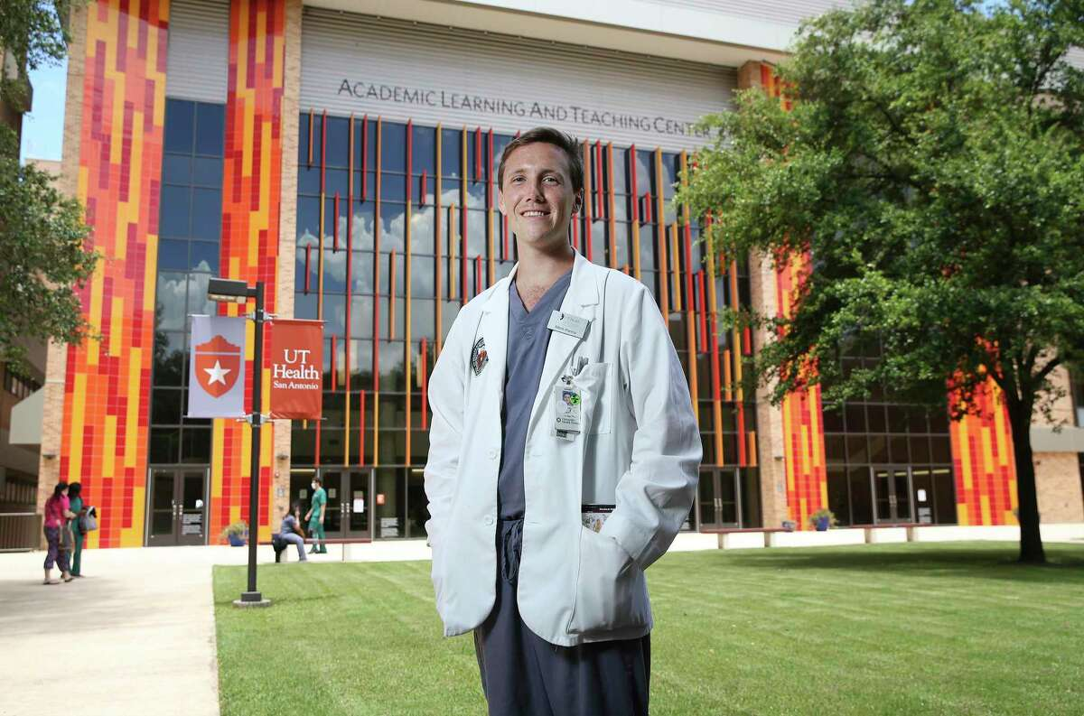 Third-year medical student Mitch Parma was deep into a psychiatry rotation when COVID-19 pandemic hit. Instead of sticking in a holding pattern, he jumped into help, becoming part of a team of student volunteers at the Long School of Medicine at UT Health San Antonio.