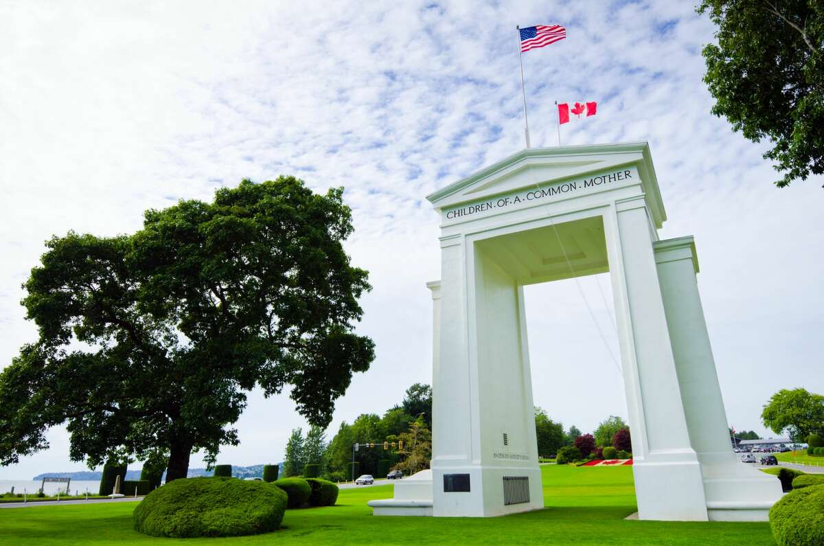 No more reunions: Peace Arch Park to temporarily close due to increase in number of visitors For families and loved ones separated due to the COVID-19 pandemic and travel restrictions, Peace Arch Provincial Park on the U.S.-Canada border remained a place where they could see each other's faces, hug and reconnect. Unfortunately, officials in British Columbia announced Thursday that the park will be temporarily closing at 8 p.m. due to an increased number of visitors flooding the roads and communities surrounding the park.