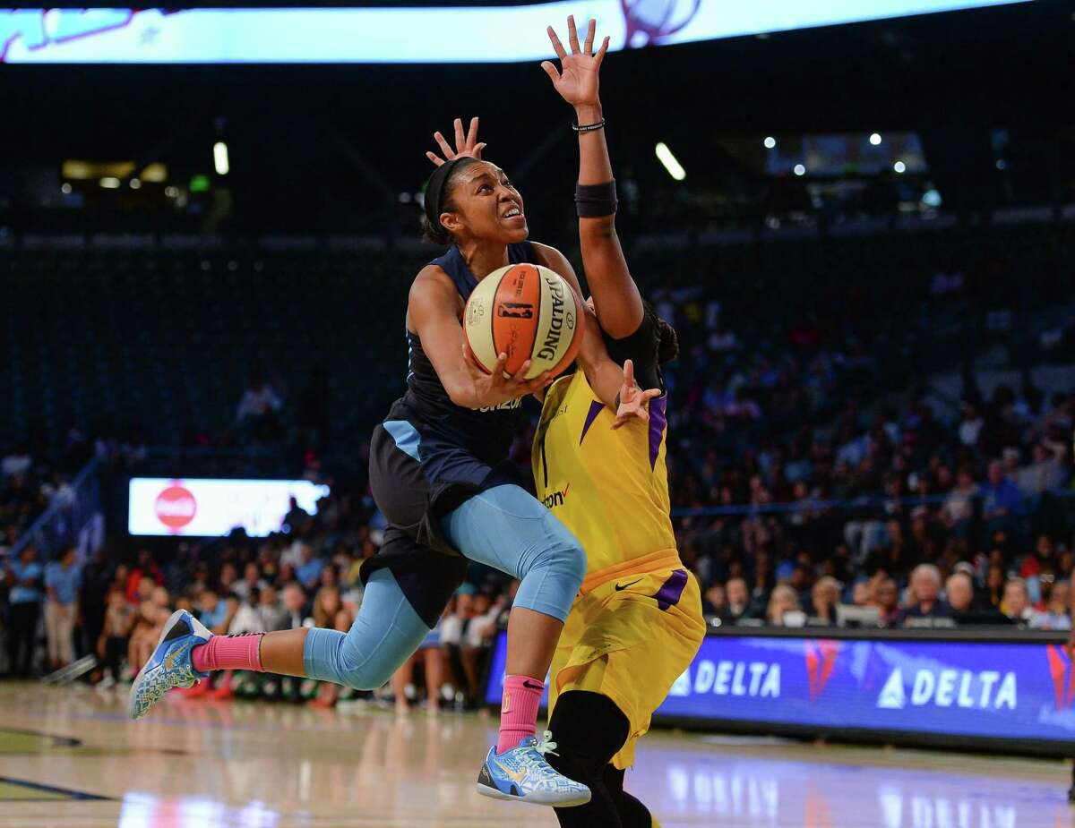 ATLANTA, GA AUGUST 09: Atlanta's Renee Montgomery (21) drives to the basket during the WNBA game between Atlanta and Los Angeles on August 9th, 2018 at Hank McCamish Pavilion in Atlanta, GA. The Atlanta Dream defeated the Los Angeles Sparks by a score of 79 73. (Photo by Rich von Biberstein/Icon Sportswire via Getty Images)