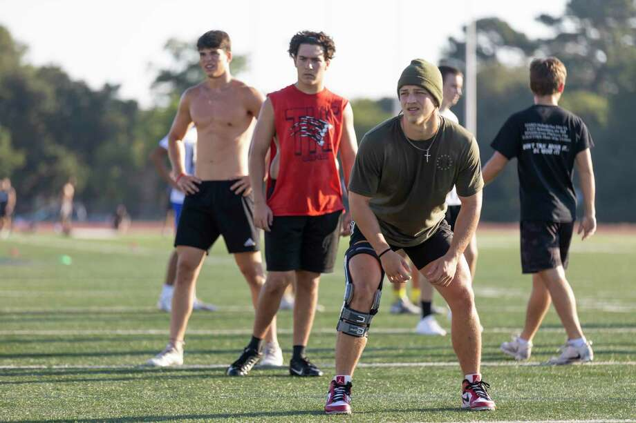 Student athletes train during a strength and conditioning session at Tomball High School, Wednesday, June 17, 2020. Photo: Gustavo Huerta, Houston Chronicle / Staff Photographer / Houston Chronicle © 2020