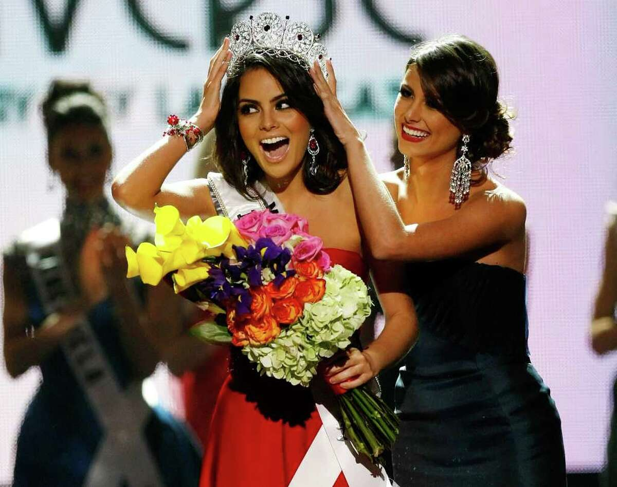LAS VEGAS - AUGUST 23: Miss Mexico 2010, Jimena Navarrete (L), reacts as she is crowned the 2010 Miss Universe by 2009 Miss Universe Stefania Fernandez during the 2010 Miss Universe Pageant at the Mandalay Bay Events Center August 23, 2010 in Las Vegas, Nevada. (Photo by Ethan Miller/Getty Images)
