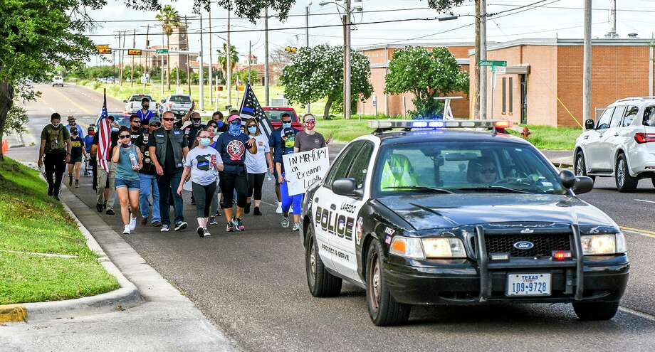 Laredoans marched Saturday to show their support for law enforcement. Photo: Danny Zaragoza /Laredo Morning Times