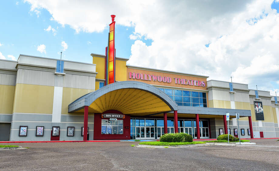 Exterior view of Regal's Hollywood Theaters, Wednesday, Jun 17, 2020. Photo: Danny Zaragoza/Laredo Morning Times