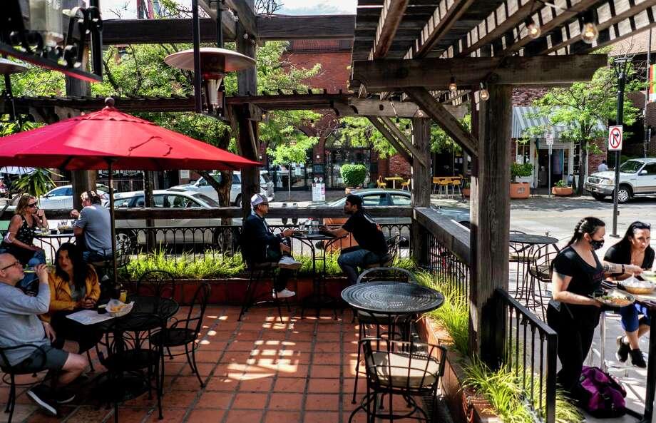 La Rosa Tequileria & Grille in Santa Rosa, Calif., is open with coronavirus restrictions on June 12, 2020. Photo: Washington Post Photo By Melina Mara / The Washington Post
