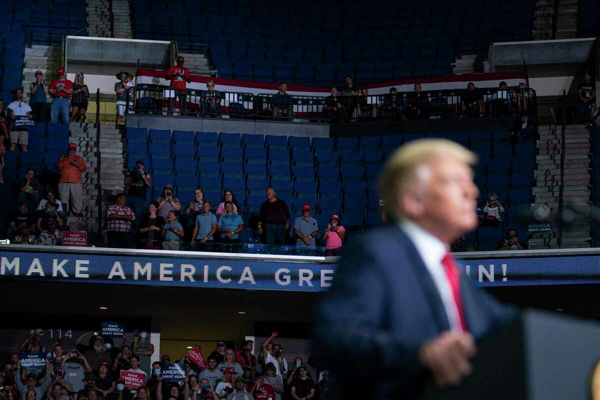 El presidente Donald Trump habla durante un mitin de campaña en el Centro BOK, el sábado 20 de junio de 2020, en Tulsa, Oklahoma. (A