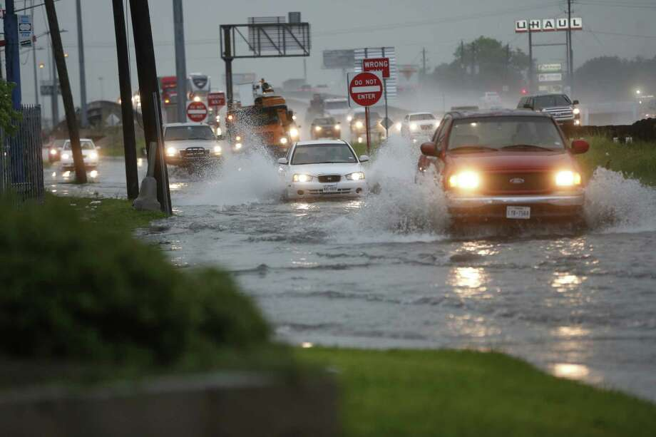 Cars make their way through high water on a service road off of I-45 in Houston on Monday, June 22, 2020. Photo: Elizabeth Conley, Staff Photographer / © 2020 Houston Chronicle