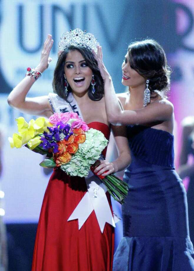 Miss Mexico Jimena Navarrete is crowned Miss Universe 2010 by Stefania Fernandez during the Miss Universe pageant, Monday, Aug. 23, 2010 in Las Vegas. (AP Photo/Isaac Brekken) Photo: Isaac Brekken / FR159466 AP