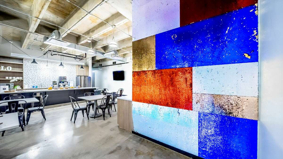Local Office has a new location at 5757 Woodway. Local Office is a modern, shared workspace for small businesses, entrepreneurs, and solo practitioners.