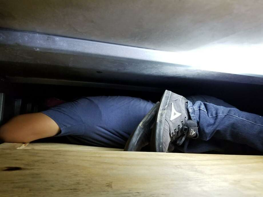 Once personas que se encontraban en un compartimento oculto dentro de un camión fueron descubiertas por agentes de la Patrulla Fronteriza el 22 de junio de 2020. Photo: /