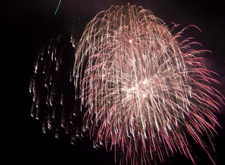 The city of Kemah is scheduled to provide fireworks this Fourth of July. Also planning holiday fireworks displays are the cities of Webster and League City. Photo: Marie D. De Jesus, Staff / Houston Chronicle / Â 2014 Houston Chronicle