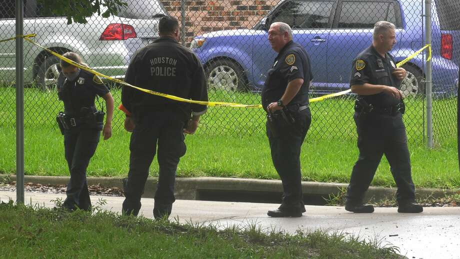 Houston police investigate a deadly shooting in the 5500 block of Elm Tree Street on Wednesday, June 24, 2020. Photo: Jay R. Jordan / Houston Chronicle