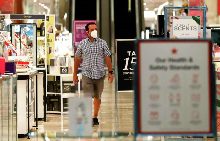 As COVID-19 cases surge, health officials continue to urge people to take precautions, including wearing masks, if they must venture out during the current pandemic. Photo: Jason Fochtman, Houston Chronicle / Staff Photographer / 2020 © Houston Chronicle
