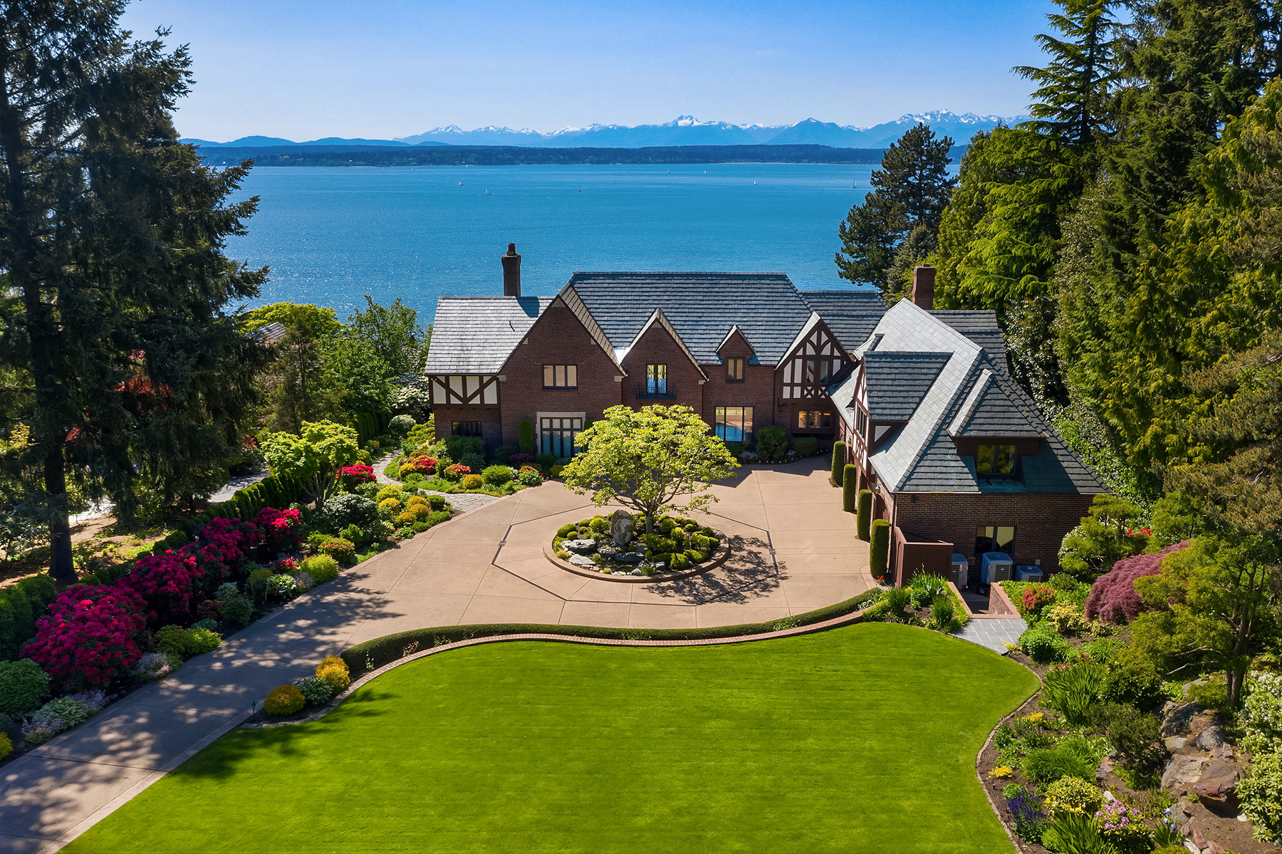 Seattle cliffside mansion offers history, golf, panoramic ...