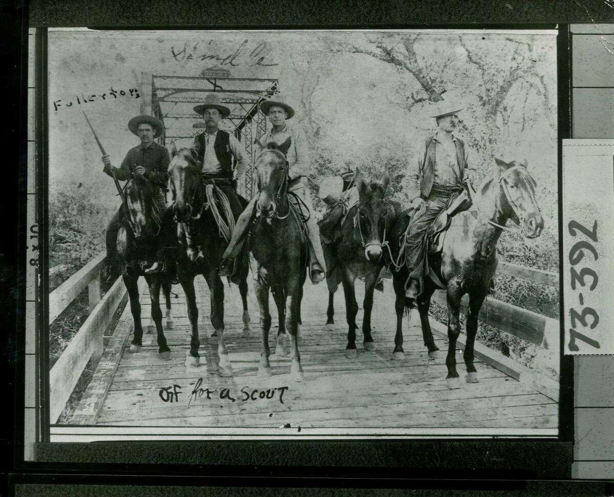 PhotographshowsfourunidentifiedTexasRangersofCapt.Brooks'Companymountedandposedatendof anironandwoodenbridge, 1892.