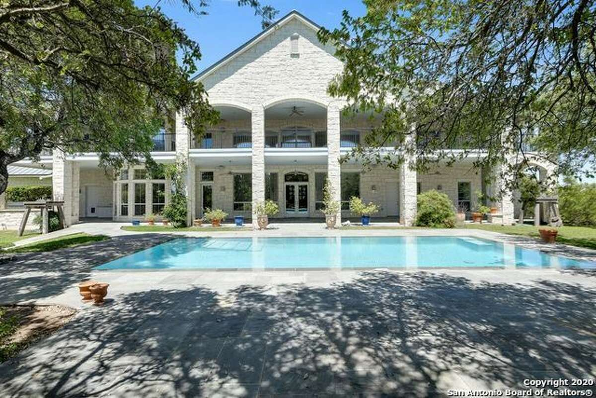 Gregg Popovich's mansion, situated on a 2.62-acre lot, features four bedrooms and 5.5 bathrooms.