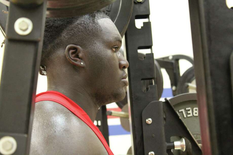 Kam Dewberry going through drills during summer strength and conditioning at Atascocita High School Photo: Marcus Gutierrez Staff Photo
