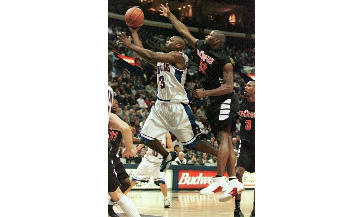 Cincinnati's Pete Mickeal (32) tries to stuff Saint Louis' Justin Love (3) from behind as he shoots in the first half Thursday, Dec. 16, 1999 at the Kiel center in St. Louis.(AP Photo/Tom Gannam)