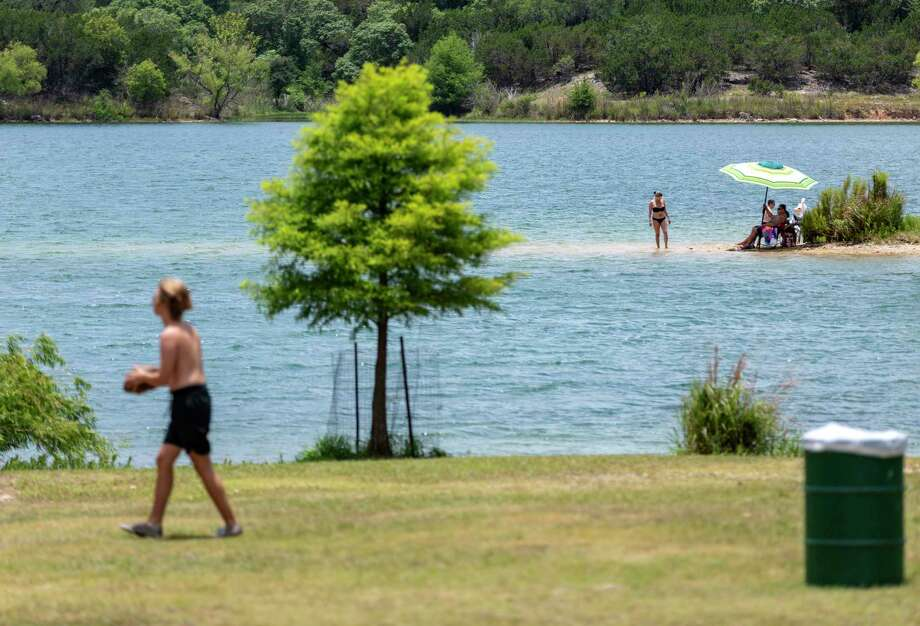 Starting Friday, Boerne City Lake Park will be closed on holidays and weekends for at least the next two weeks but will remain open during normal hours of operation during the week, Boerne city officials announced in a news release Thursday. Photo: William Luther, Staff / ©2020 San Antonio Express-News
