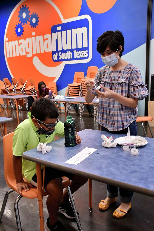 Ashley Boubel works on making a Sleep Lamp with a group of students Wednesday at the Imaginarium. Photo: Cuate Santos / Laredo Morning Times / Laredo Morning Times