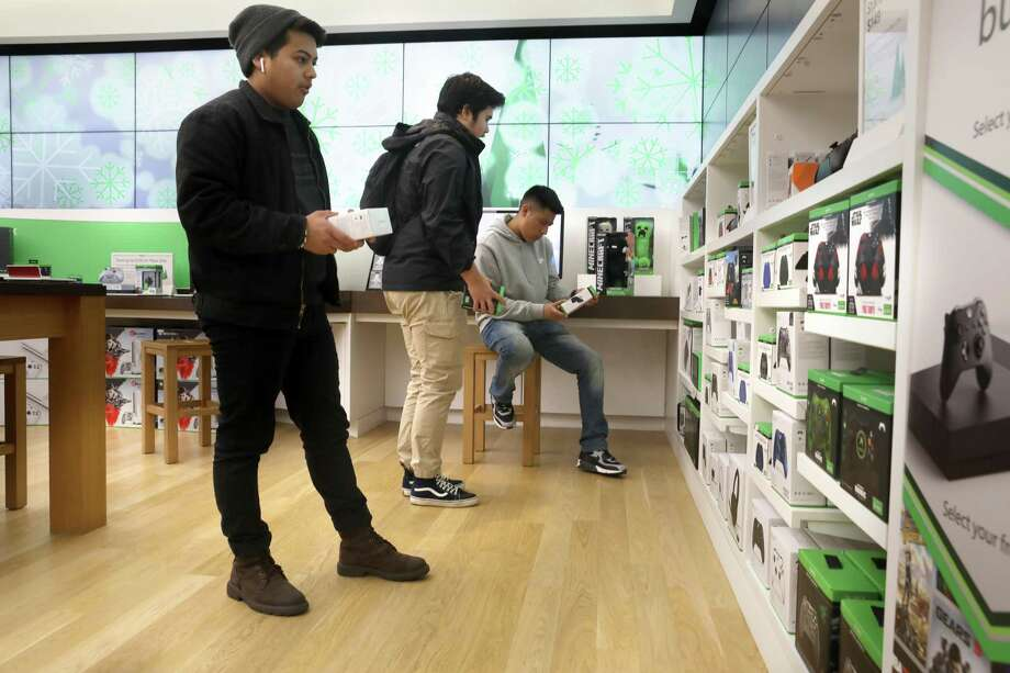 Microsoft is exiting brick-and-mortar retail, the company announced Friday, June 26, 2020, with plans to close stores nationally including in Danbury and Farmington. Photo: Liz Hafalia / The Chronicle / online_yes