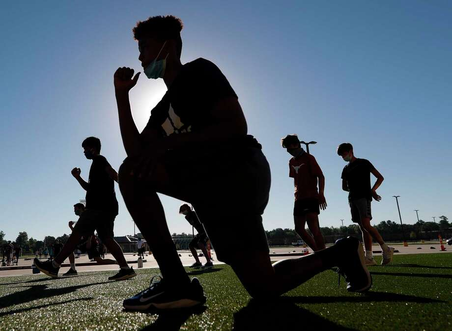 Athletes stretch during a strength and conditioning camp at Grand Oaks High School, Thursday, June 11, 2020, in Spring. Photo: Jason Fochtman, Houston Chronicle / Staff Photographer / 2020 © Houston Chronicle