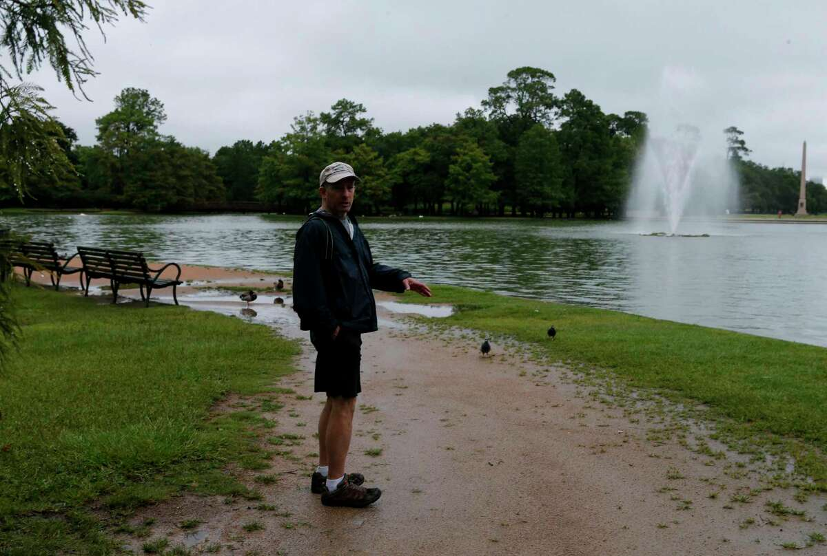 Dan Brooks, Houston Museum of Natural Science's ornithologist, says there aren't many bird species to see this time of year, but people should still venture outside.